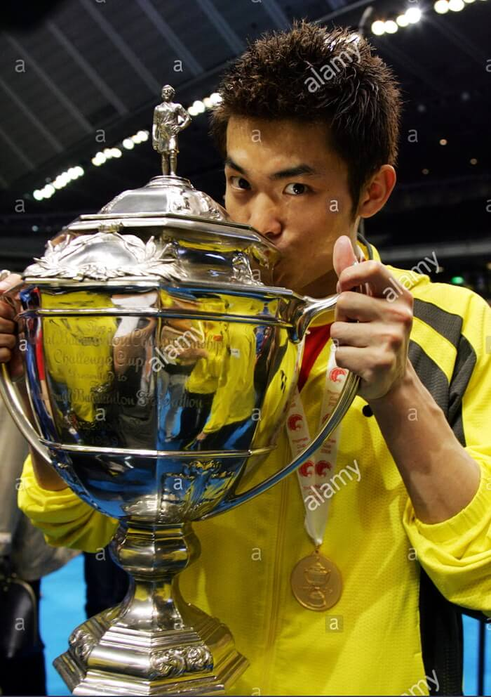 world-number-one-lin-dan-of-china-kisses-the-thomas-cup-trophy-after-GWYY3A