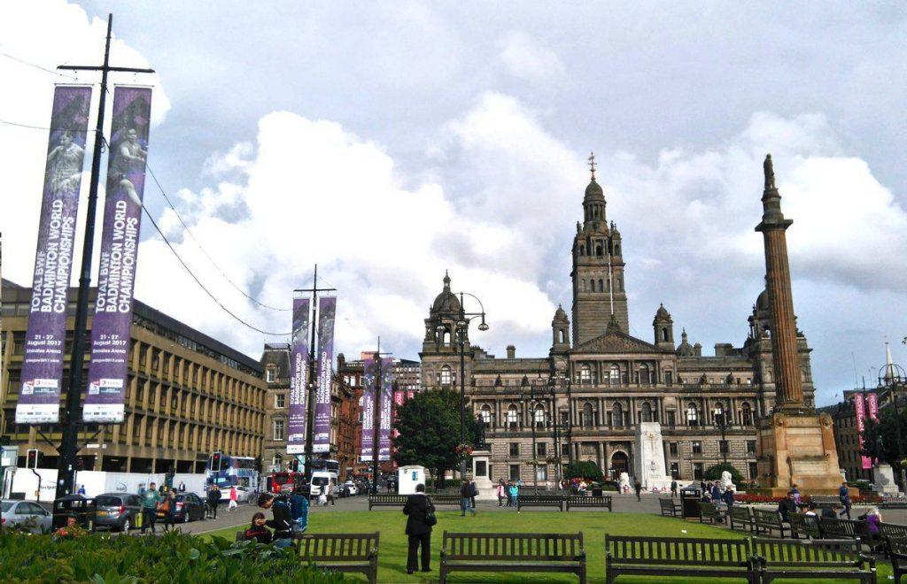 چند هفته قبل از آغاز مسابقات ، شهر گلاسکو اسکاتلند بنفش رنگ شد!
