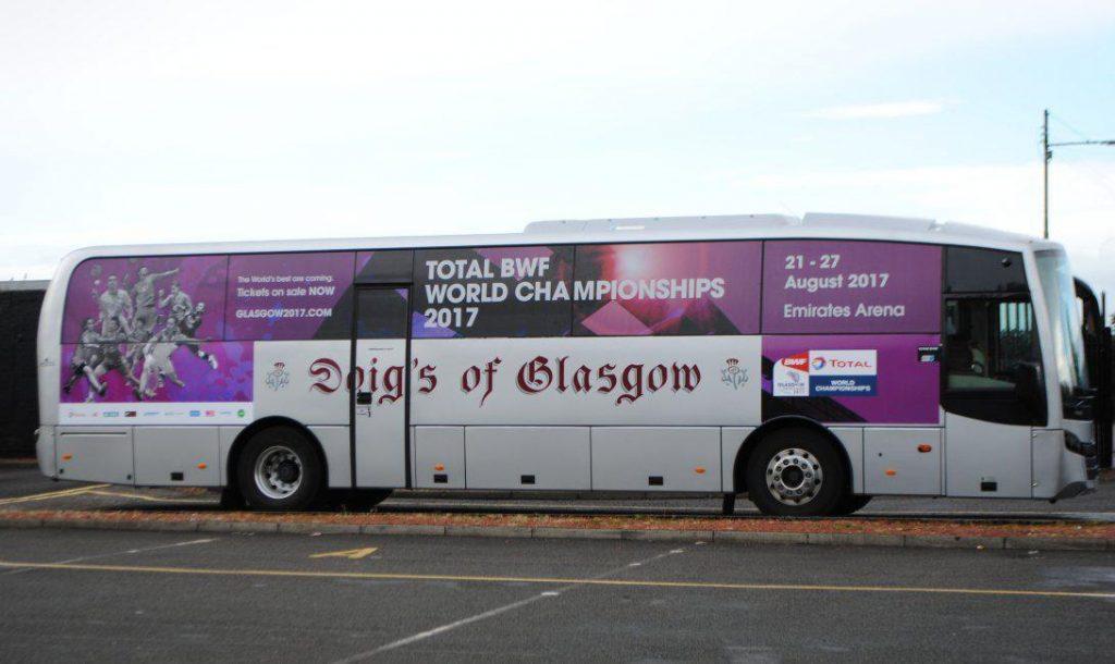 اتوبوس هایی که توسط فدراسیون کشور اسکاتلند برای حمل و نقل بازیکنان فراهم شده است.