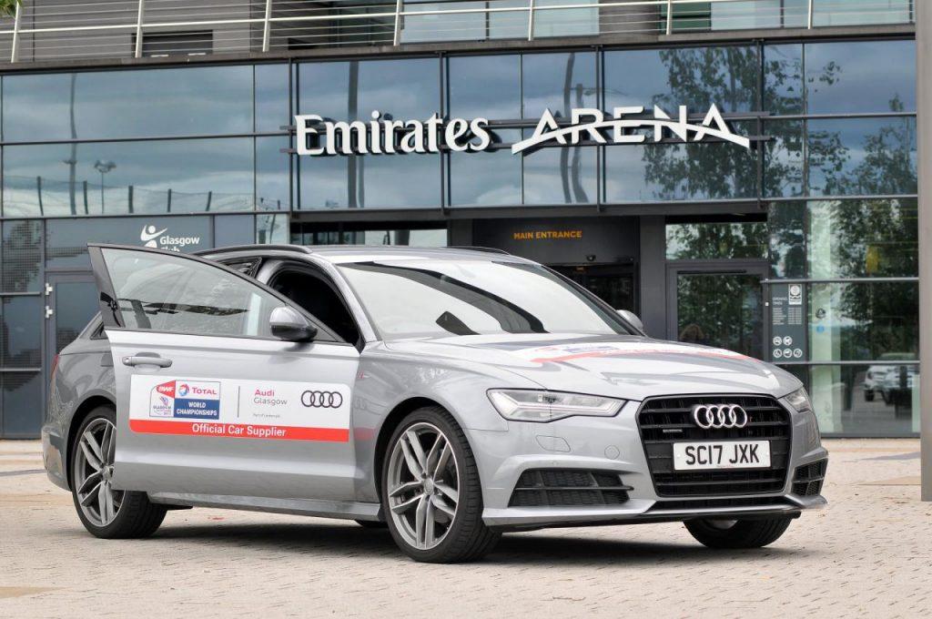 کمپانی خودرو سازی آئودی از حامیان مسابقات قهرمانی جهان تصویر یکی از این خودرو ها مقابل در ورودی سالن مسابقات