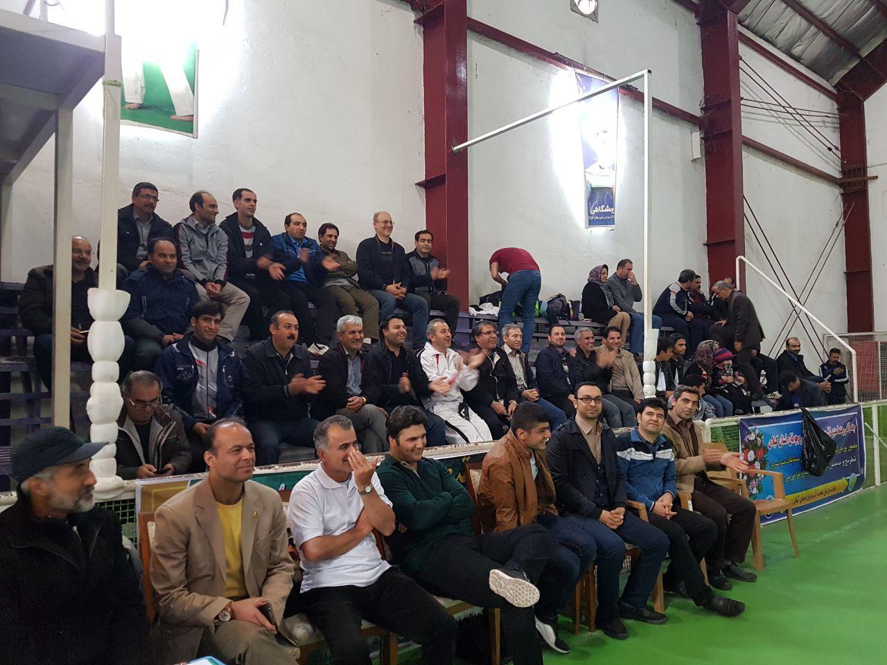 تشویق بازیکنان زنجان ، مشهد در بازی فینال